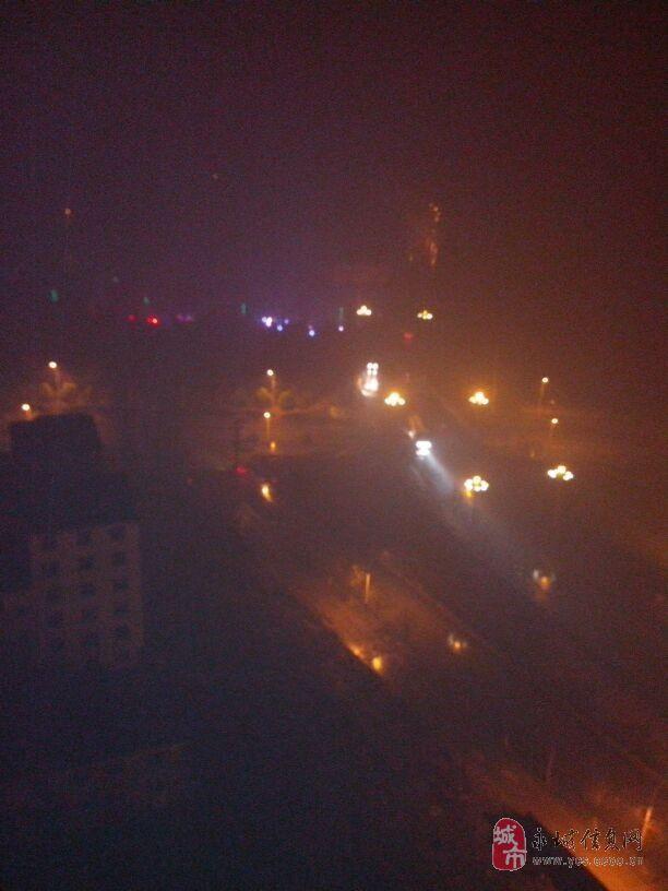 12月13日下雨的永城夜晚