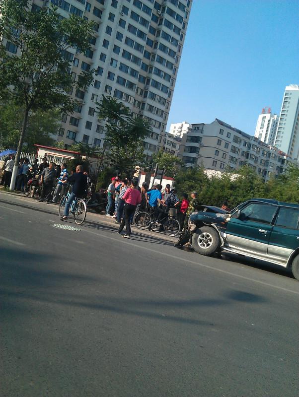 秦皇岛的交通如此混乱导致5月26日海阳路车祸——无辜