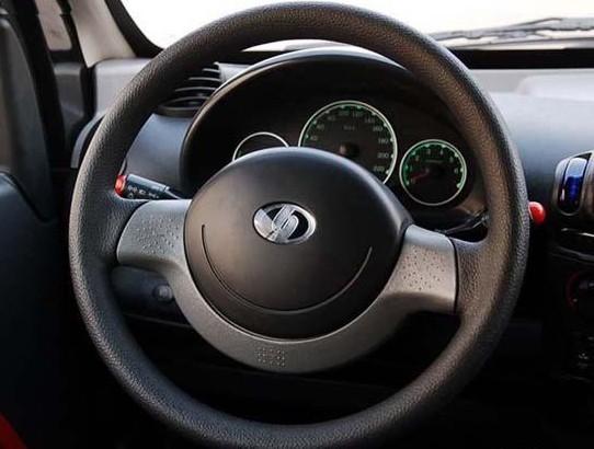 细心观察方向盘,说不定能发现隐藏的汽车故障