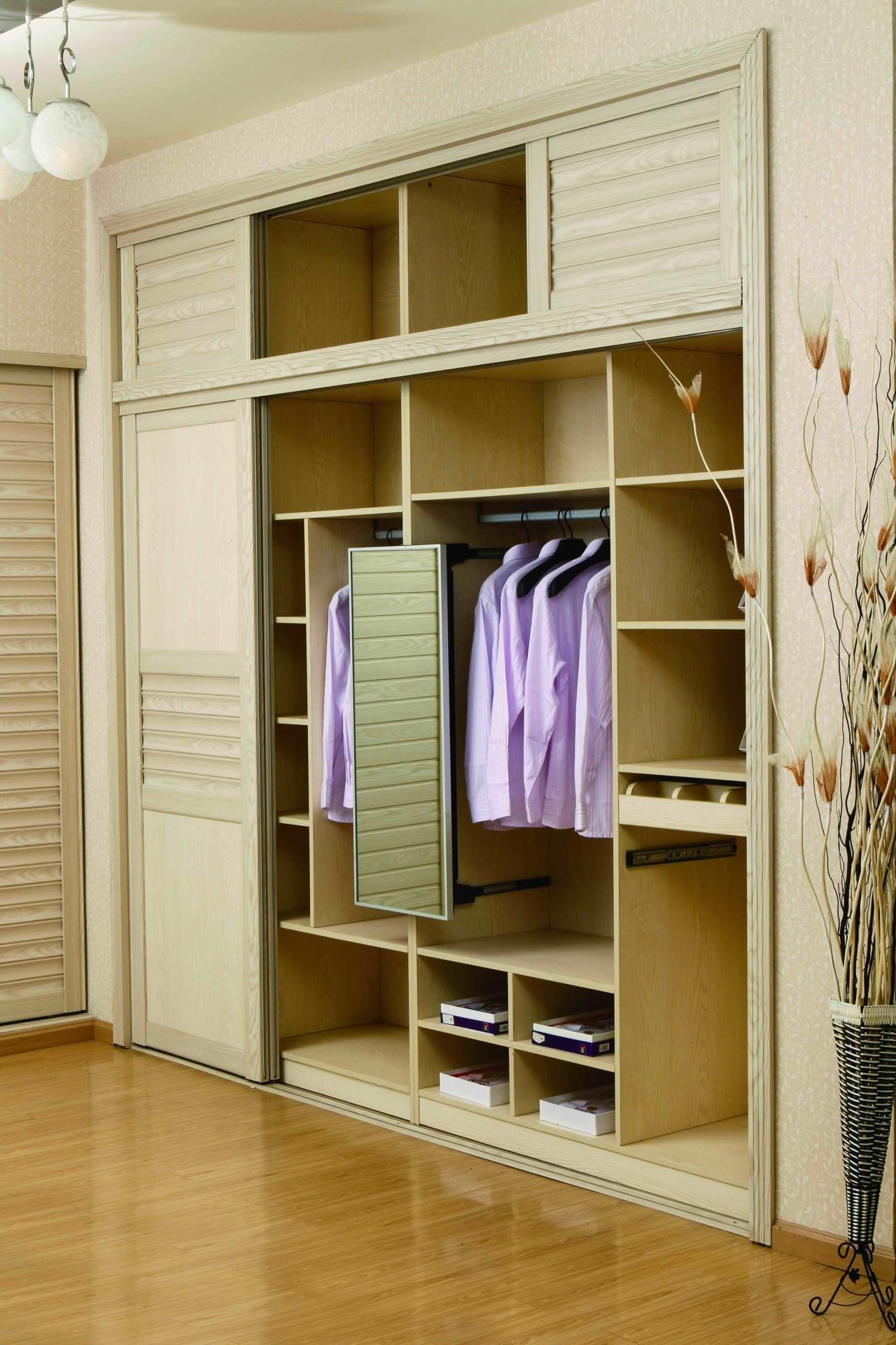 木工衣柜:采用木工板制作