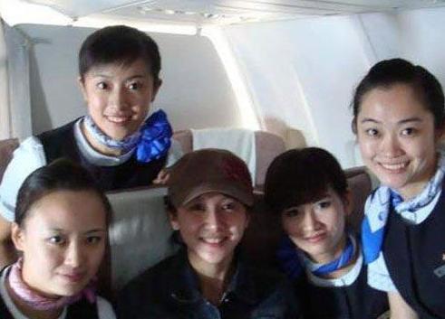 飞机上的素颜明星们 你们看出是谁了吗