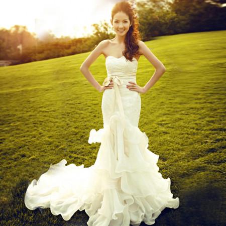 喜欢这束光 这个外景 这件婚纱 这个感觉