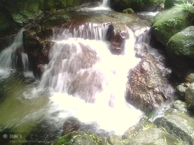陆川龙颈瀑布风景区