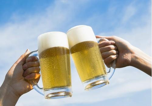 """[转贴]夏季喝啤酒需注意5大""""不宜"""",你是否犯了禁忌?"""