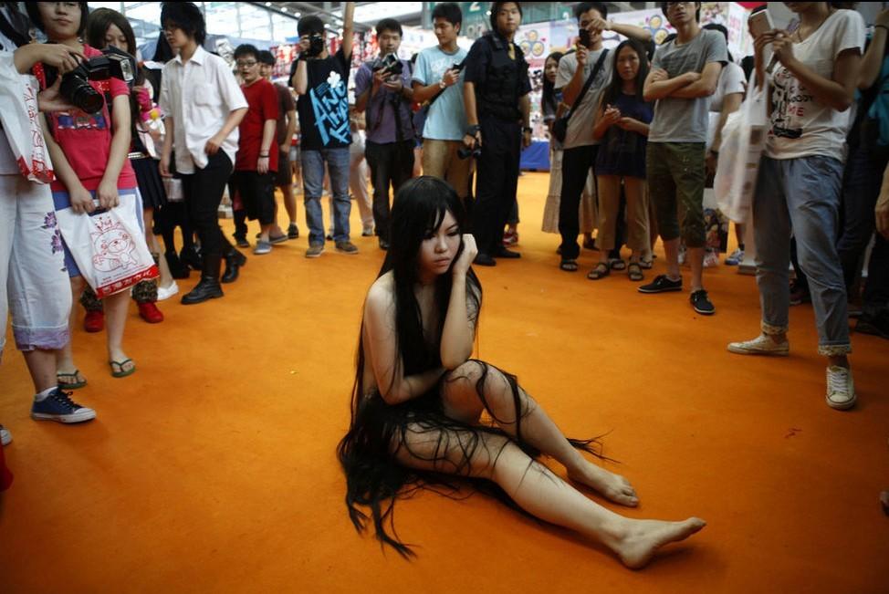 深圳动漫展 裸身女鬼抓人眼球 想说就说