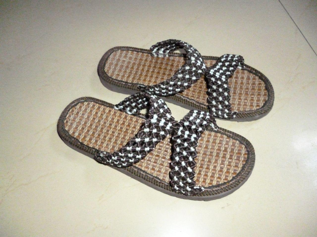 手工编织的凉鞋.