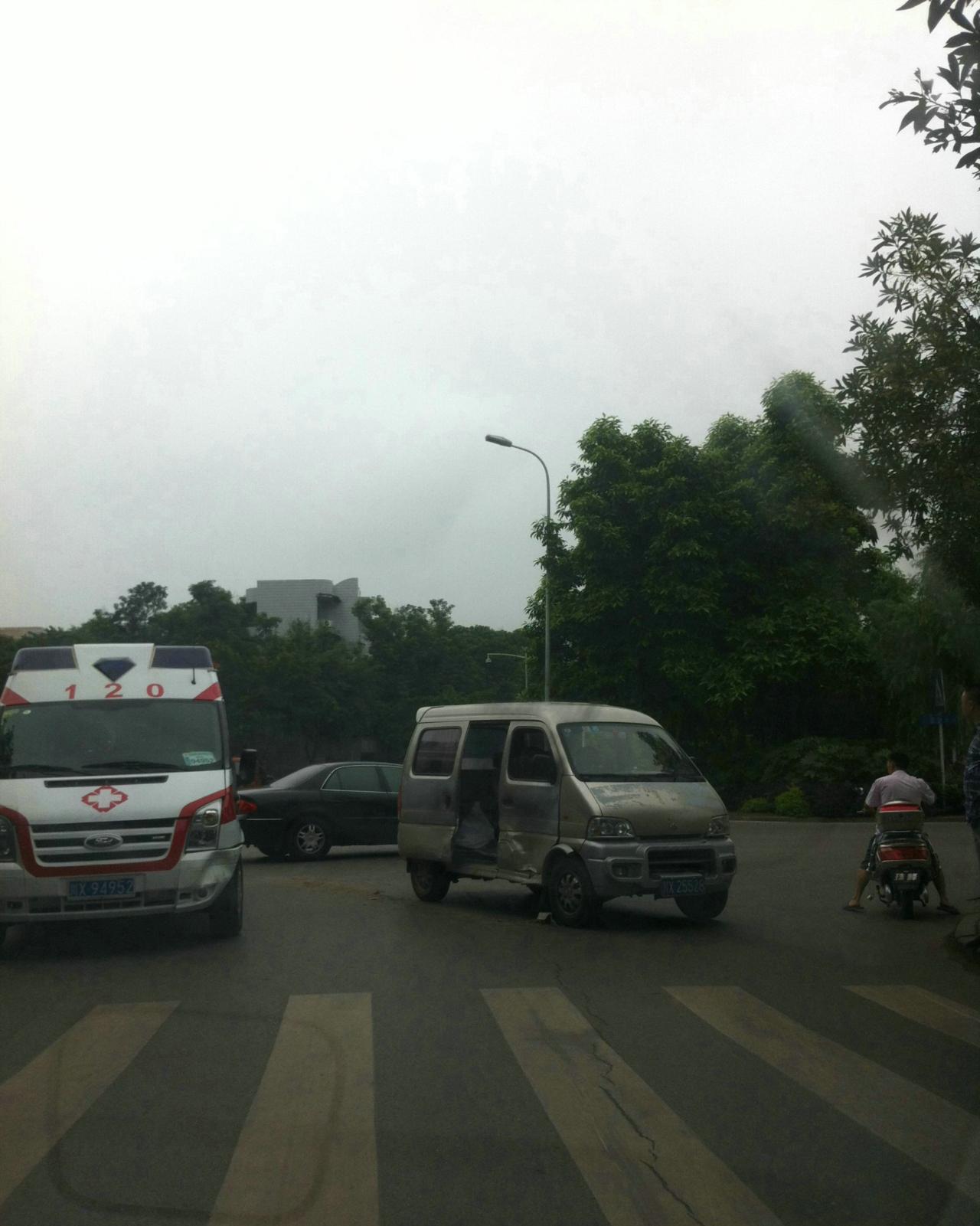 [原创]救护车也有等待救援的时候