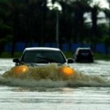 大雨后的水陆两用车~
