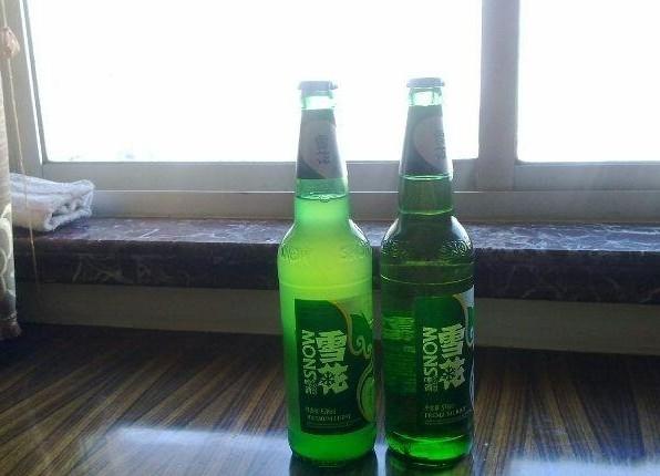 求鉴定,哥这瓶雪花啤酒是咋个咯?保证不是冻啤酒哦!