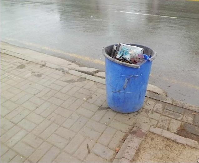 悲催的垃圾桶,伟大的环卫工