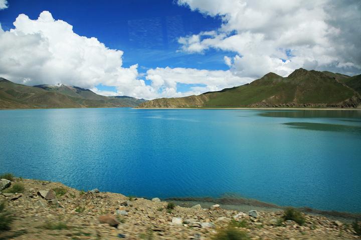 西藏羊卓雍措湖