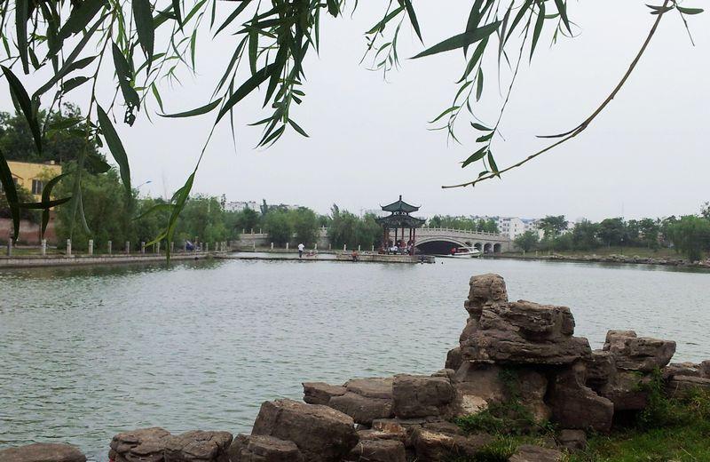 昨天用手机在聊城东昌湖照了几张照片,欢迎大家点评