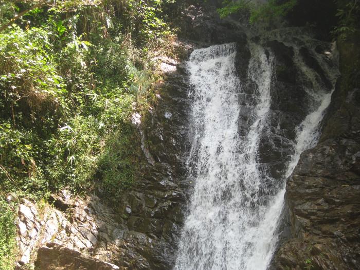壁纸 风景 旅游 瀑布 山水 桌面 700_525