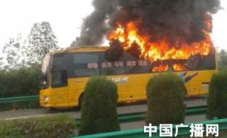 安徽合铜黄高速双层卧铺车发生火灾12名乘客成功逃生