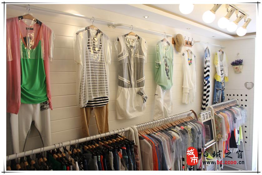 時尚女裝店鋪裝修圖