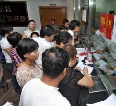 武汉余家头村二十周年庆 每人发100克黄金