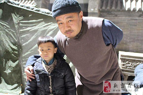 学员袁率雄在《大河儿女》剧组表演的适时剧照2