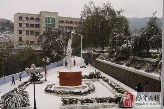 澳门新葡京官网县校园雪景