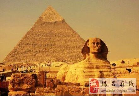 在埃及,金字塔大约80座