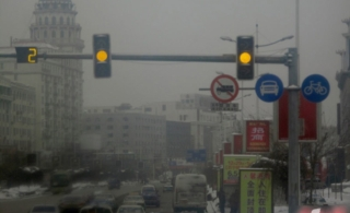 公安部辟谣新交规8个传言否认开车抽烟记分