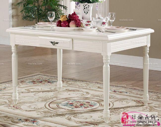 你有木有体念过法式的浪漫呢?今天小编推荐的这款就是最为经典的法式实木折叠餐桌,颜色清新淡雅,造型朴素,线条感分明,很适合多人家庭的餐桌使用。 家用实木餐桌图片五:  古典韵味展露无遗,经典的艺术气韵和宁静的自然感,彰显出此款餐桌主人对高品质生活的追求和向往,而且这其中的高贵,雍容更令人流连忘返。
