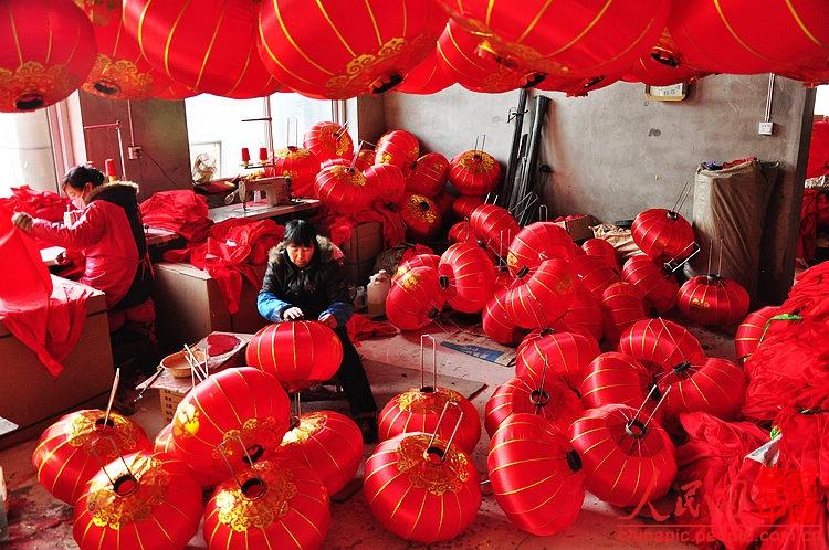 杨赵灯笼作坊制作的连年有余灯笼