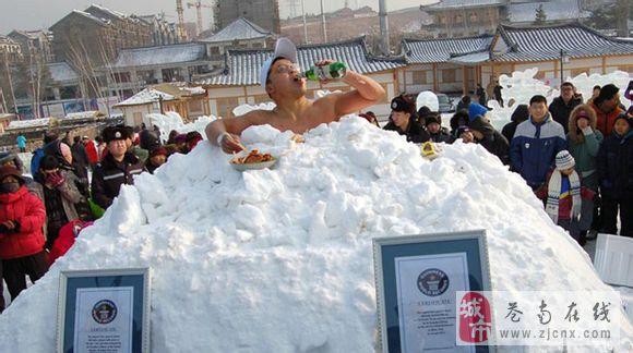 """世界冰王-15℃吃冷面 喝啤酒 直呼""""爽"""""""