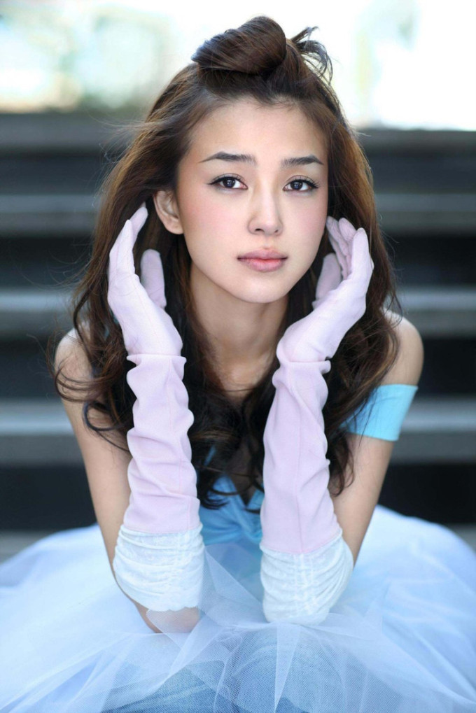 北美华裔美女明星姚星彤清纯写真
