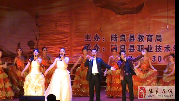 """视频:陆良县首届师生艺术节在""""爨文化广场""""展演"""