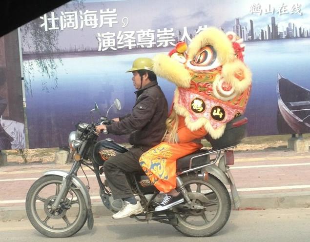 """鹤山史上最大的摩托车""""头盔"""",狮头头盔的""""鹤山"""""""