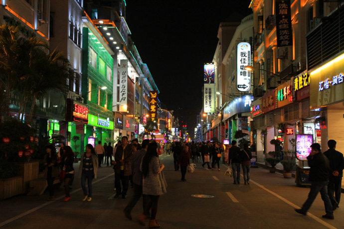 厦门美食街:边游逛边舞动舌尖