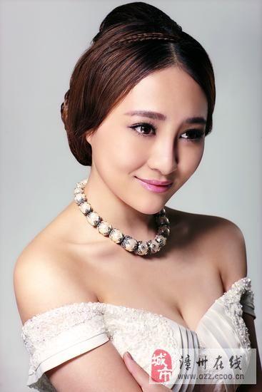 [分享]温婉新娘必选的古典中分发型