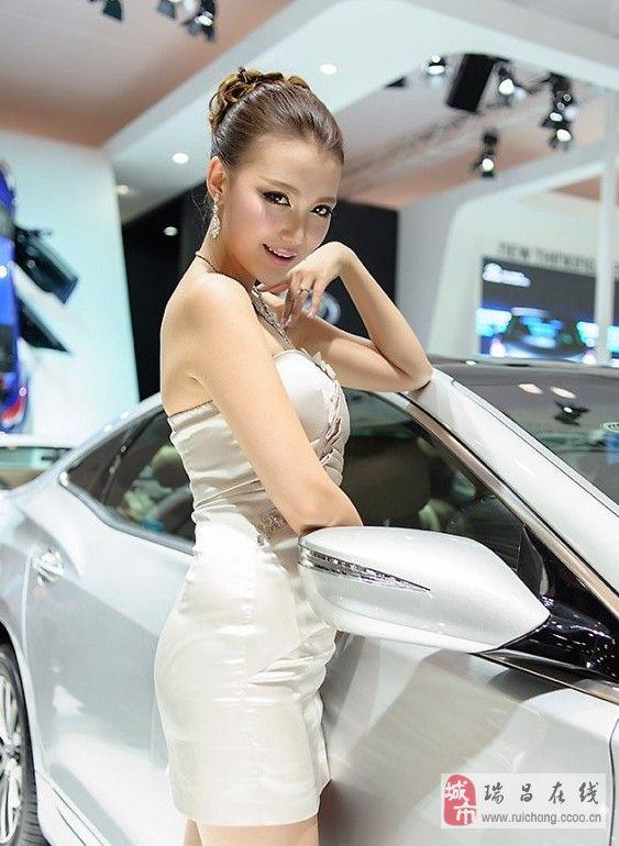 靓丽美白车模甜美诱人