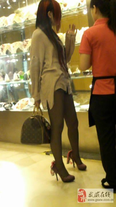 街头偶遇黑丝袜美女随拍