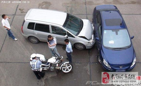 马自达普力马撞标致307,车祸现场图片高清图片