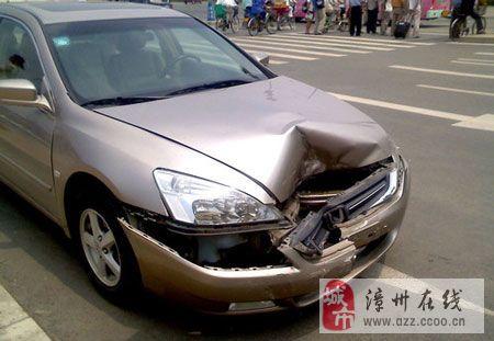 撞车之后,不要傻里傻气的!