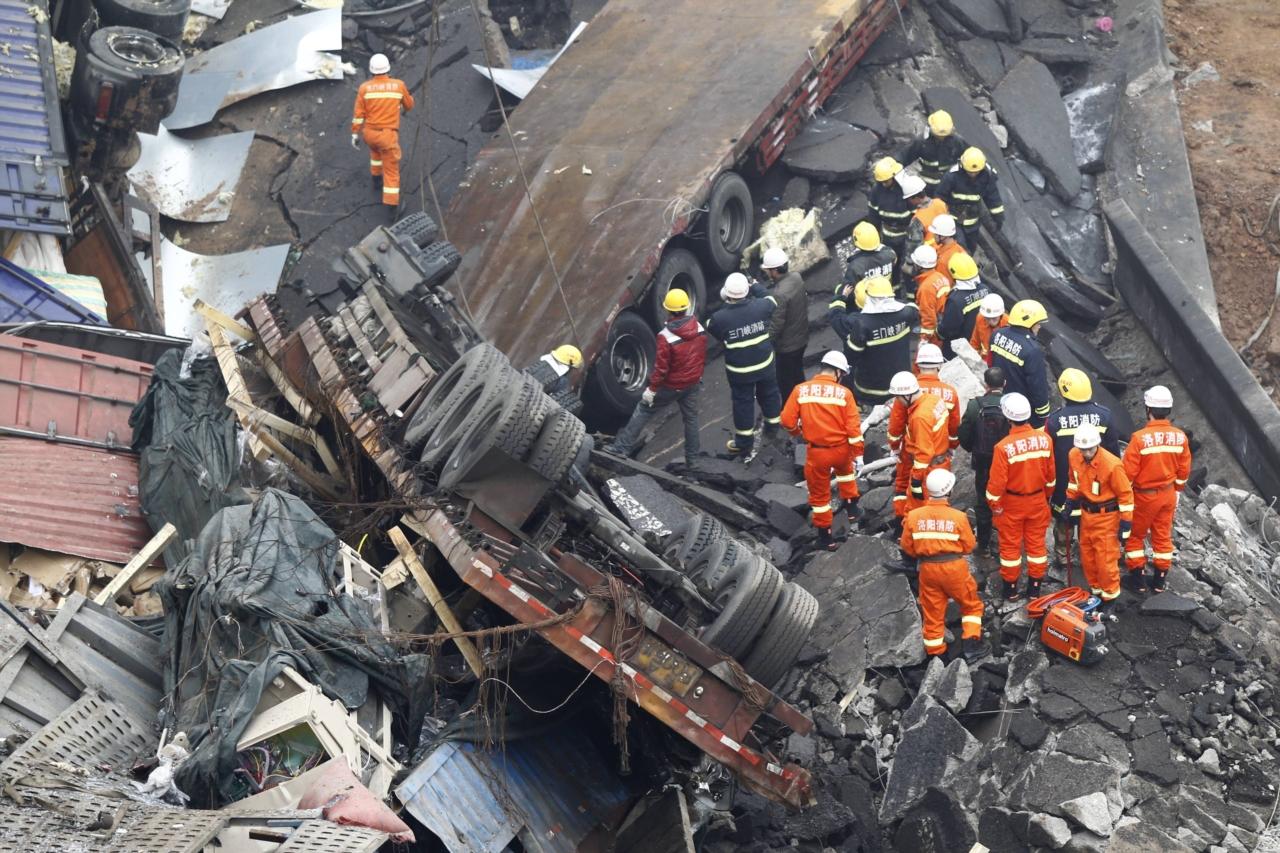 连霍高速义昌大桥坍塌10人死亡