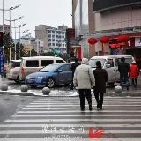 看看哪些新百胜客服中心人无视交通安全闯红灯?