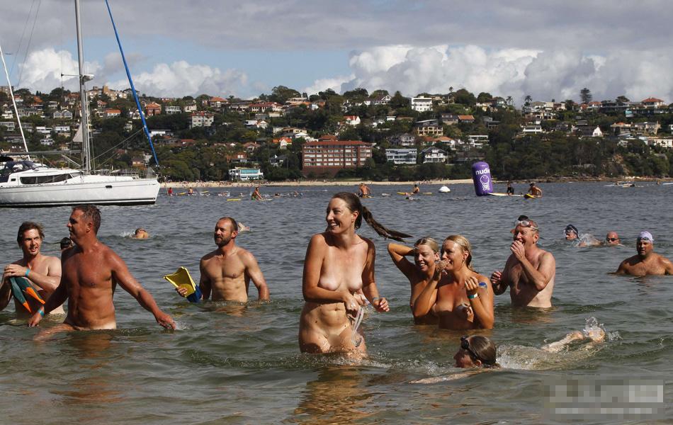首届世界裸泳大赛在悉尼开幕组图
