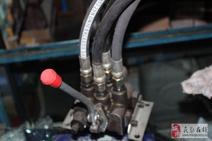 本部设计安装液压多路阀
