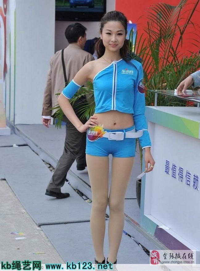 穿紧身热裤的宣传单妹纸好清凉