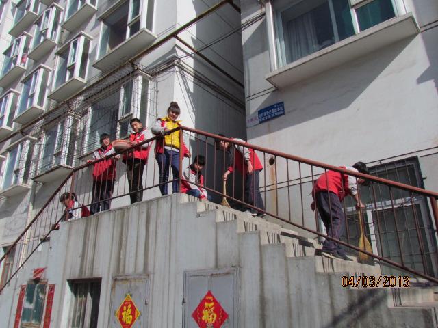 潞城职业高中团委开展学雷锋活动
