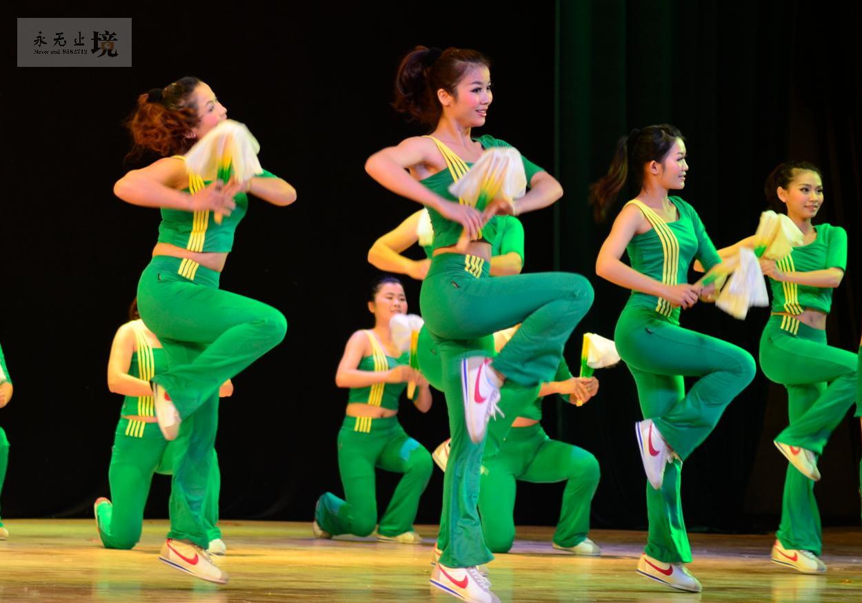 原创教育系统庆三八广场健身舞比赛纪实美女