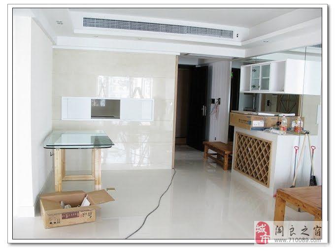 客厅,吊灯,一次不经意的路过发现的,客厅正面墙用水曲柳木板切勾,贴条