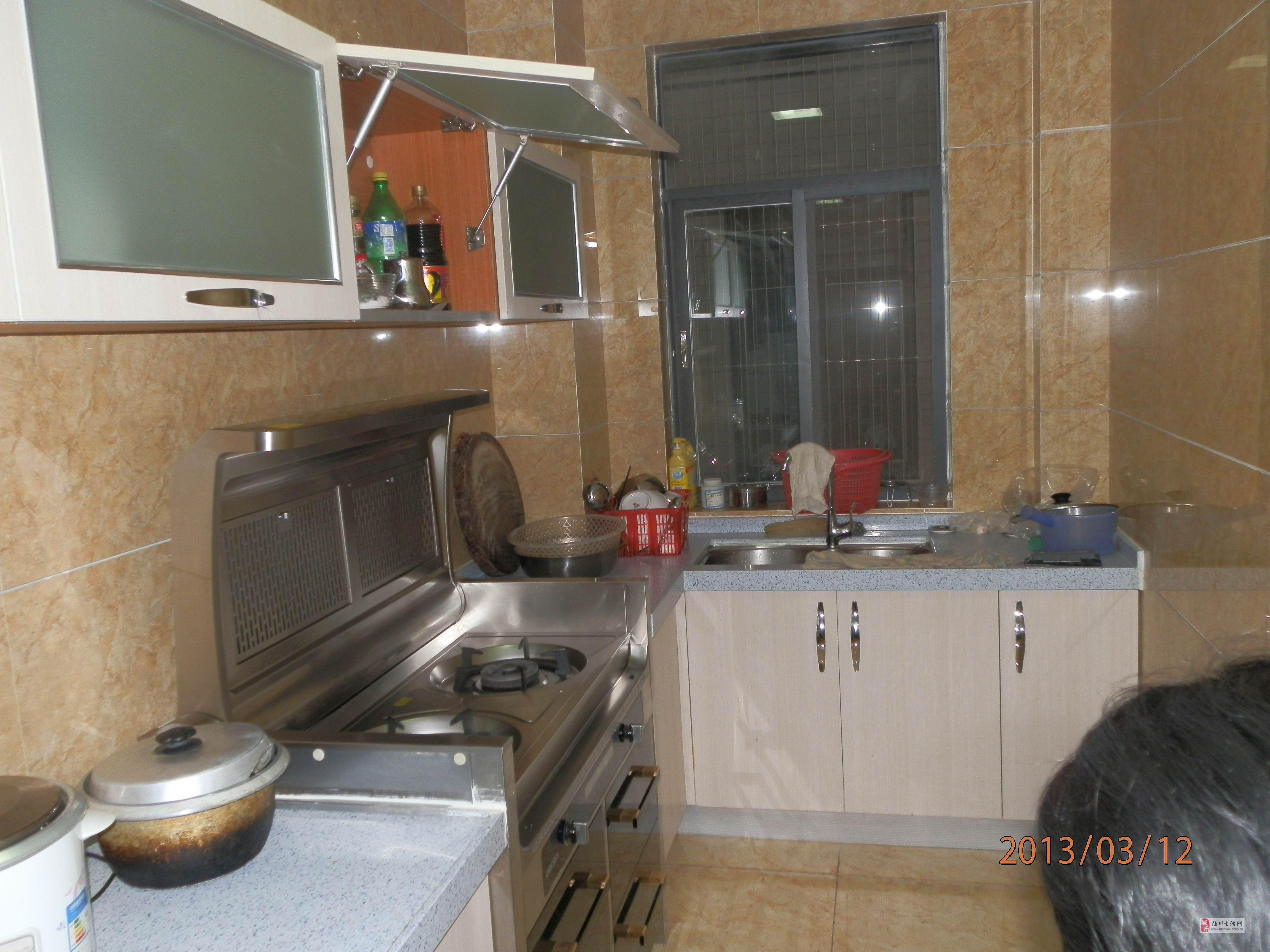 我家的厨房真的很好用,来跟大家分亨一下~ 油烟吸得真的很干净,做菜的图片