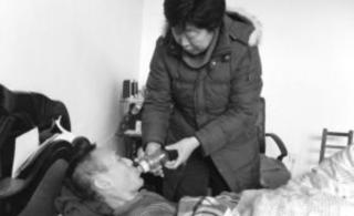 河北鹿泉丈夫高位截瘫17年好妻子不离不弃(图)