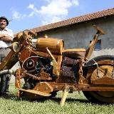 [分享]牛人用时两年造木头摩托车 纯手工制作
