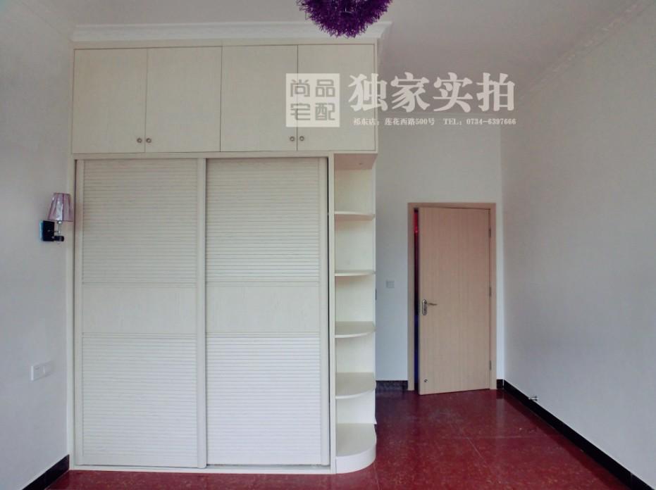 【澳门网上投注娱乐衣柜】莲花西路周小姐主卧室英伦风格衣柜
