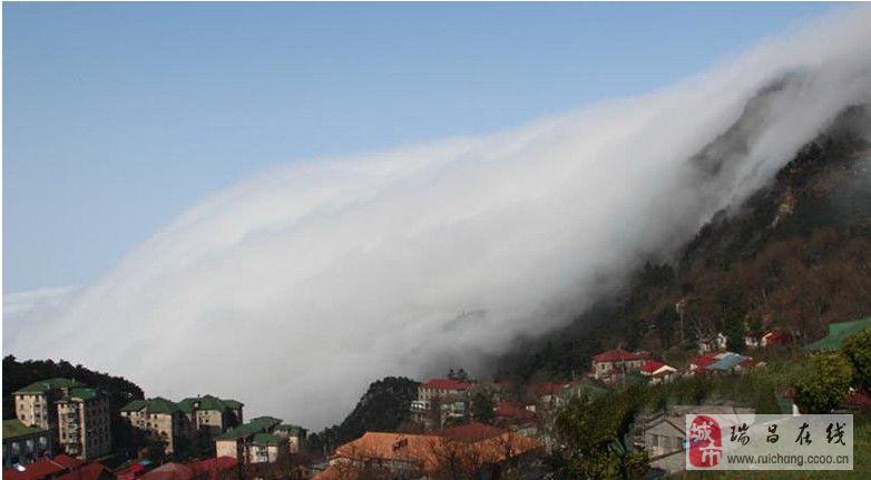 庐山上奇观 难得一见的瀑布云