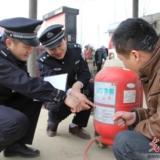 新蔡:消防安全走�M�l村加油站